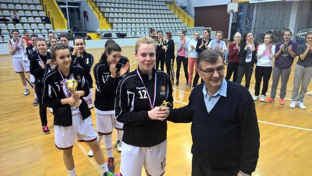 Lucija Kostić MVP završnice pokal primila od Željka Ciglara