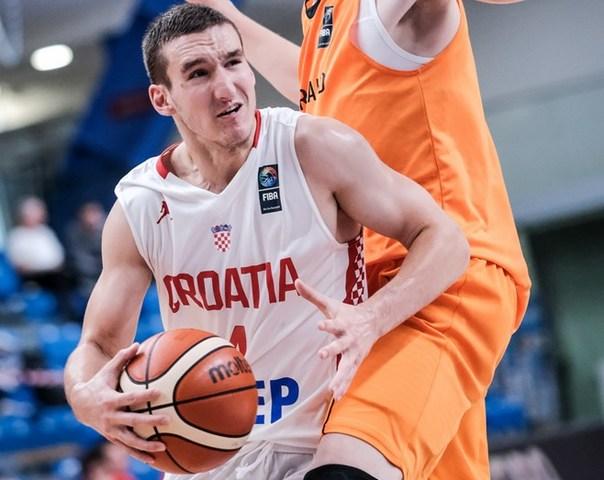 Antonio Jordano protiv Nizozemske (Foto: Fibaeurope)
